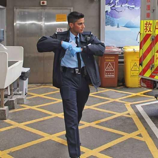 Canh sat 'dep trai nhat Hong Kong' khien dan mang xon xao sau khi cuu nguoi tu tu hinh anh 1