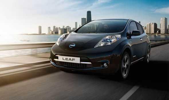 Ngam Nissan Leaf sieu xe dam 'khi chat' lan banh tai Anh hinh anh 1