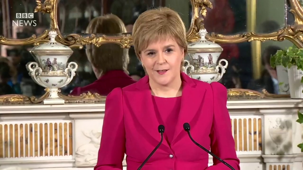 Quoc hoi Scotland bo phieu de xuat trung cau y dan roi Vuong quoc Anh hinh anh 1