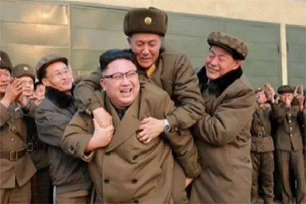 Su that buc anh Kim Jong-un cong nguoi bi an hinh anh 1