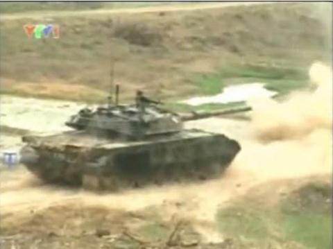 Phao M68/L7 giup tang T-55 Viet Nam lot xac hinh anh 1