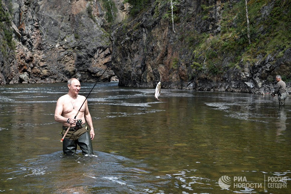 Anh: Tong thong Putin minh tran san ca o Siberia hinh anh 10