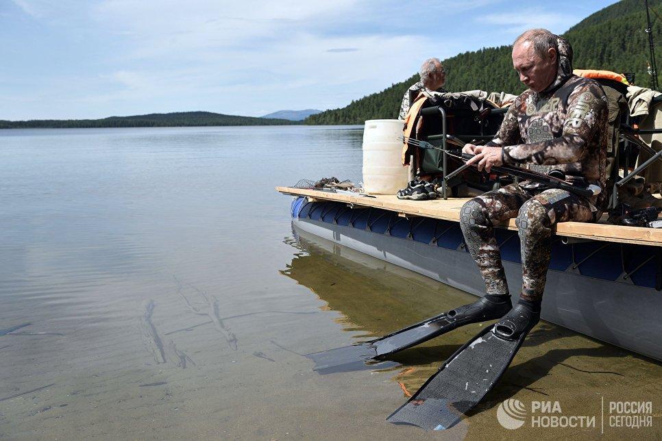 Anh: Tong thong Putin minh tran san ca o Siberia hinh anh 5