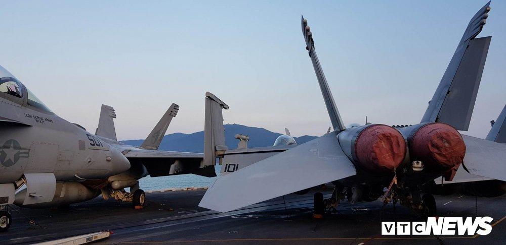 Video, anh: Can canh san tau san bay USS Carl Vinson vua toi Da Nang hinh anh 5