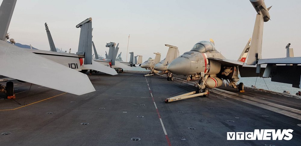 Video, anh: Can canh san tau san bay USS Carl Vinson vua toi Da Nang hinh anh 6