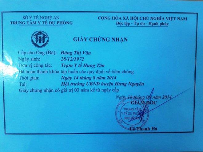'Lo tay' cho be 3 thang tuoi uong ca lo vac-xin: Y ta chua co chung chi tiem chung hinh anh 2