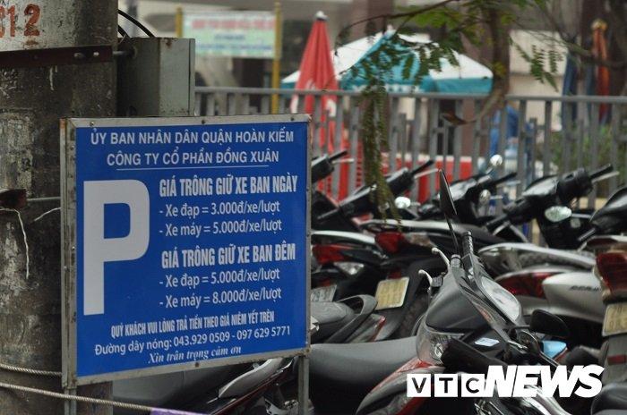 Gia gui xe o to o Ha Noi tang gap 2-3 lan: Nha nha chuyen sang di xe may? hinh anh 2