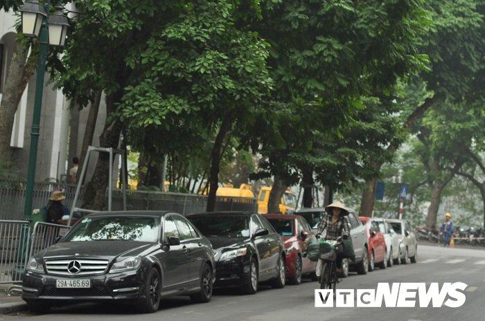 Gia gui xe o to o Ha Noi tang gap 2-3 lan: Nha nha chuyen sang di xe may? hinh anh 3