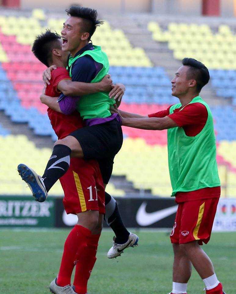 Chum anh: U21 Viet Nam thang kich tinh U21 Singpore hinh anh 17