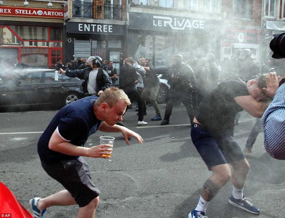 Hooligan Nga, Anh, Xu Wales lao vao danh nhau kinh hoang hinh anh 16