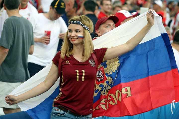 Bong mat ngam nguoi dep boc lua tren khan dai Euro 2016 hinh anh 12