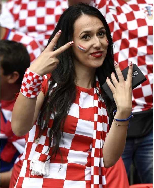 Bong mat ngam nguoi dep boc lua tren khan dai Euro 2016 hinh anh 15