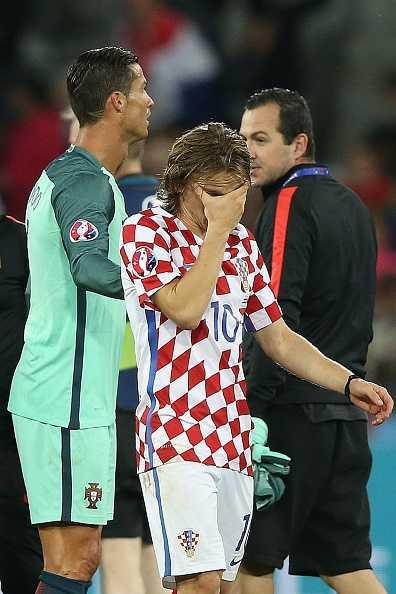 Modric thua tran oa khoc, Ronaldo om nhe vo ve hinh anh 6
