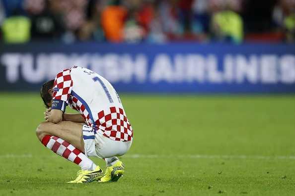 Modric thua tran oa khoc, Ronaldo om nhe vo ve hinh anh 7