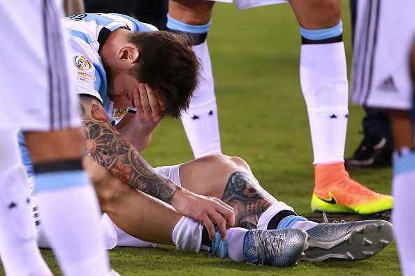 Messi khoc nuc no, buoc toi ban than khien Argentina bai tran hinh anh 5