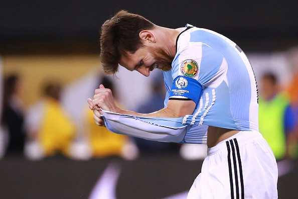 Messi khoc nuc no, buoc toi ban than khien Argentina bai tran hinh anh 3