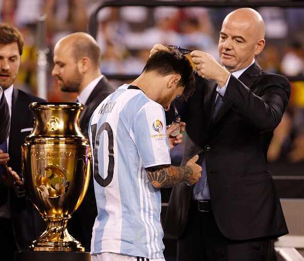 Messi khoc nuc no, buoc toi ban than khien Argentina bai tran hinh anh 2