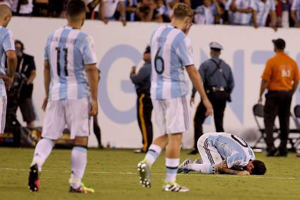 Messi khoc nuc no, buoc toi ban than khien Argentina bai tran hinh anh 6