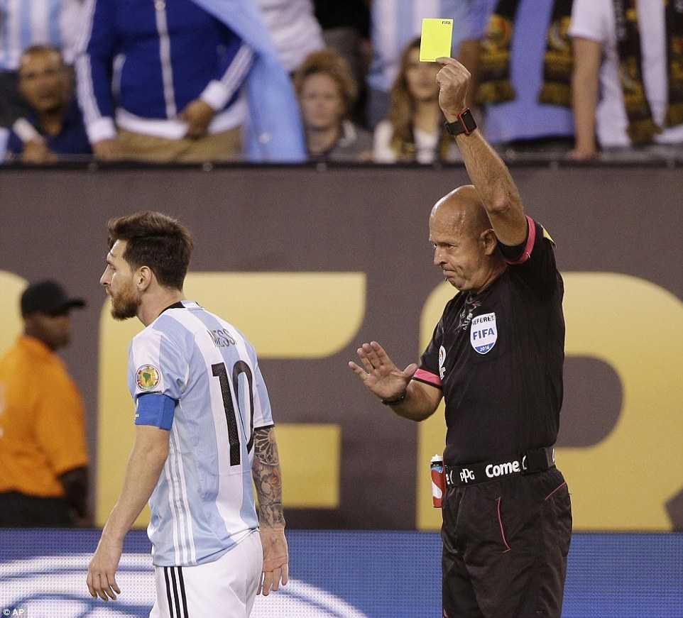 Messi khoc nuc no, buoc toi ban than khien Argentina bai tran hinh anh 11