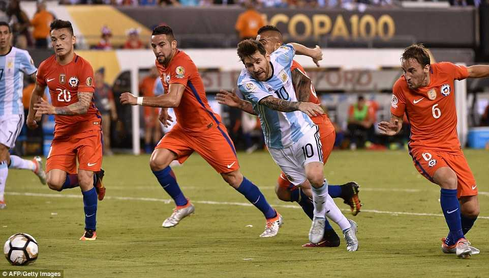 Messi khoc nuc no, buoc toi ban than khien Argentina bai tran hinh anh 12