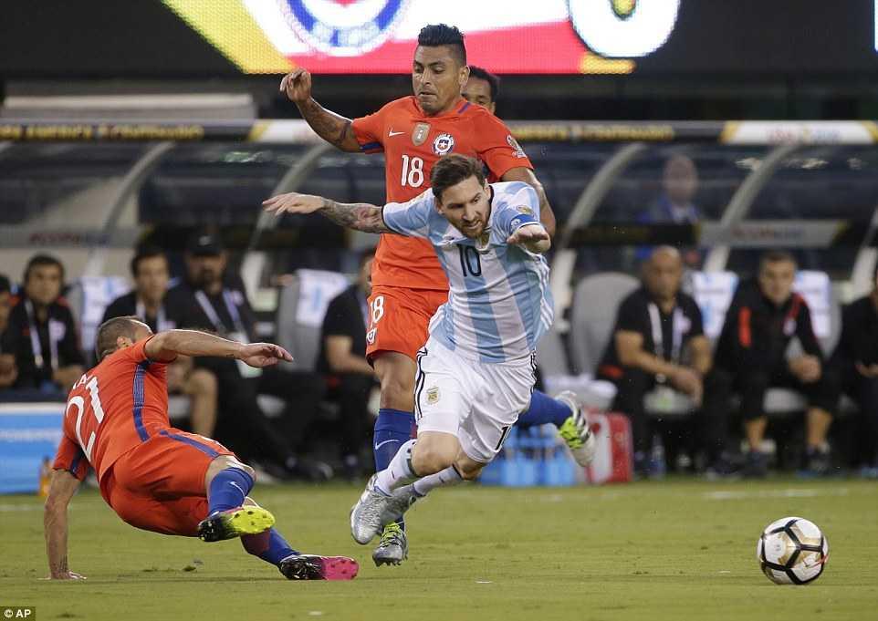 Messi khoc nuc no, buoc toi ban than khien Argentina bai tran hinh anh 13