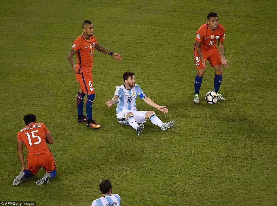 Messi khoc nuc no, buoc toi ban than khien Argentina bai tran hinh anh 8