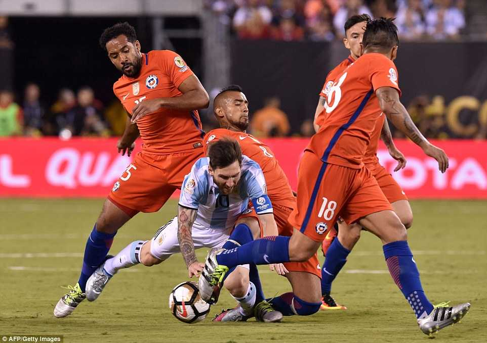 Messi khoc nuc no, buoc toi ban than khien Argentina bai tran hinh anh 9