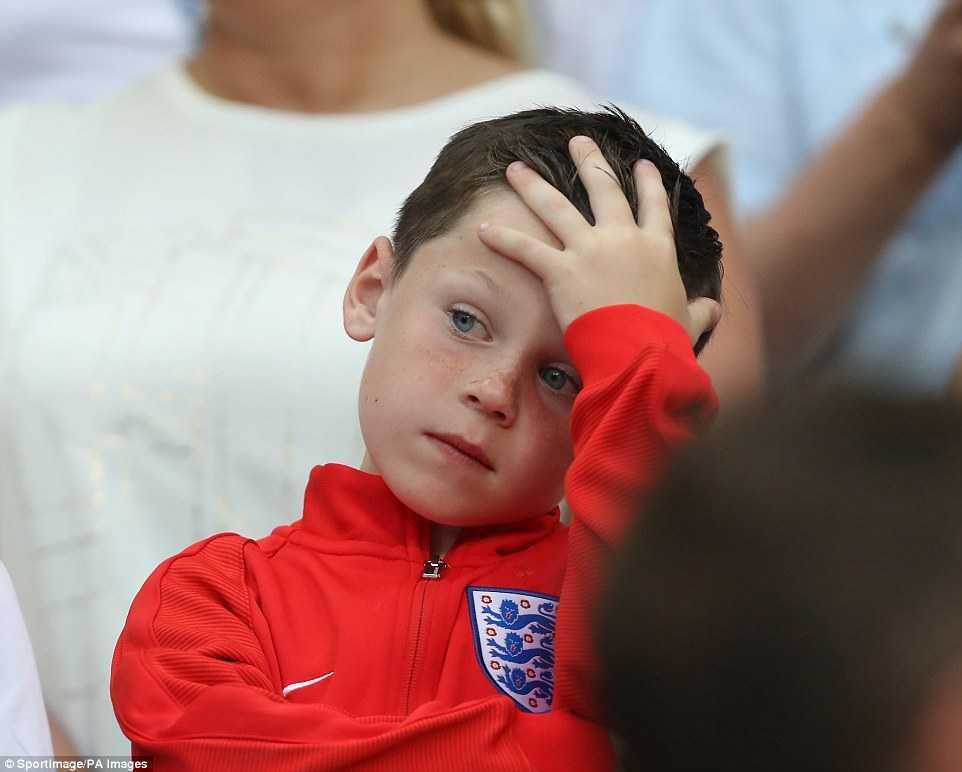 Con trai Rooney khoc rung ruc, CDV Anh thay 'bau troi sup do' hinh anh 9