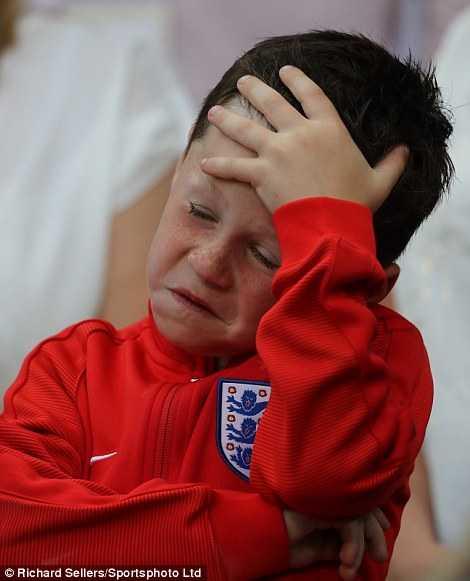 Con trai Rooney khoc rung ruc, CDV Anh thay 'bau troi sup do' hinh anh 10