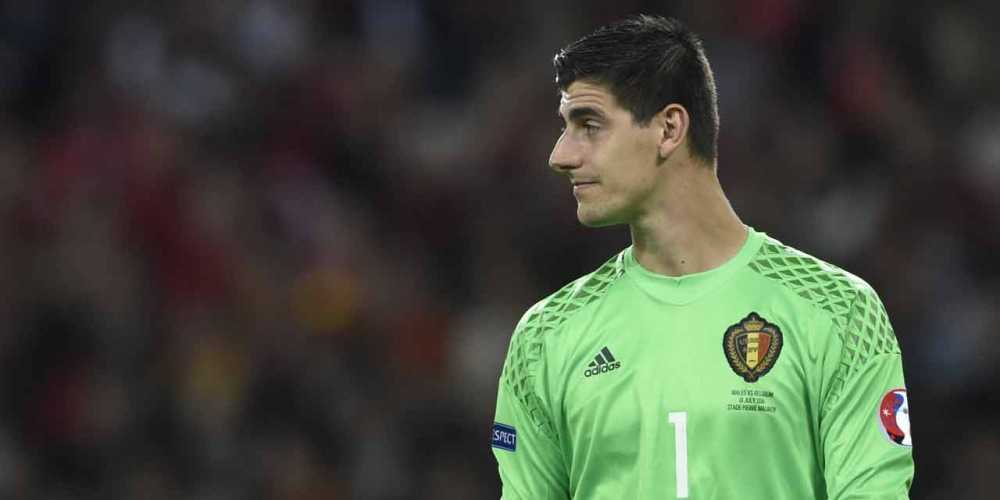 Thibaut Courtois chi trich HLV Bi ngay trong phong thay do hinh anh 2