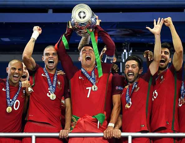 Ronaldo: 'Khong ai dam tin la Bo Dao Nha vo dich' hinh anh 1