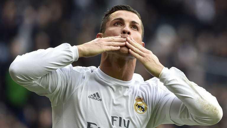 Ronaldo muon gan bo tron doi voi Real hinh anh 1
