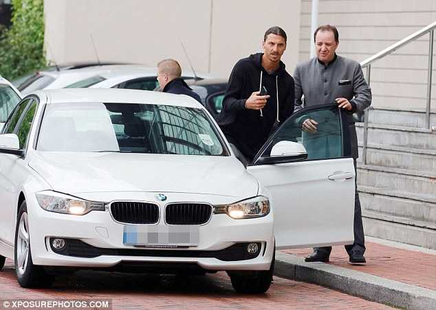 Ibrahimovic duoc chao don, Man Utd ve Anh an toan hinh anh 3