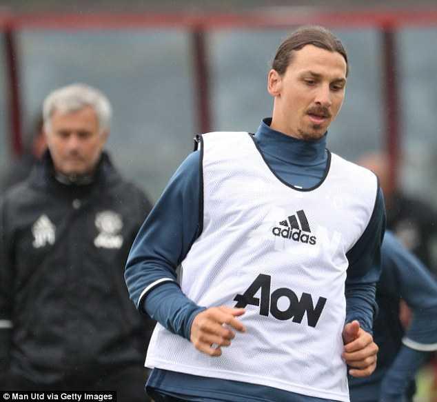 Zlatan Ibrahimovic tap luyen cung dong doi moi, Paul Pogba lai am chi tuong lai hinh anh 2