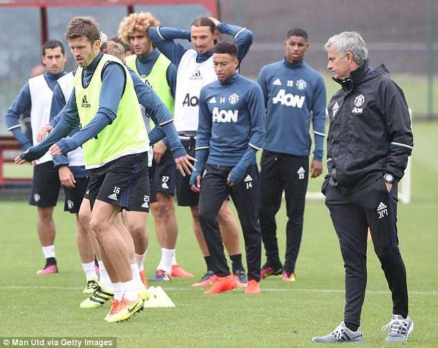 Zlatan Ibrahimovic hao huc ra mat Manchester United hinh anh 2