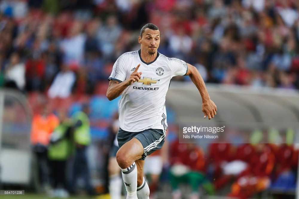 Ibrahimovic lap sieu pham, Man United dai thang Galatasaray hinh anh 1