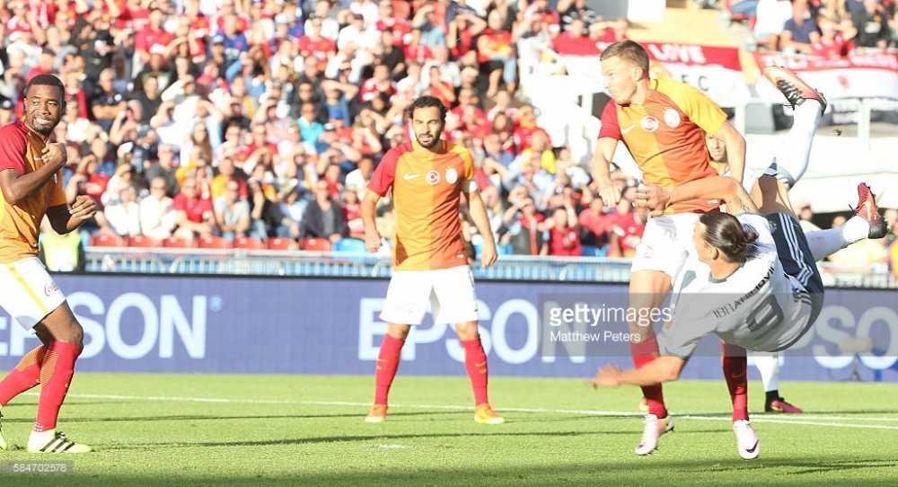 Ibrahimovic lap sieu pham, Man United dai thang Galatasaray hinh anh 2