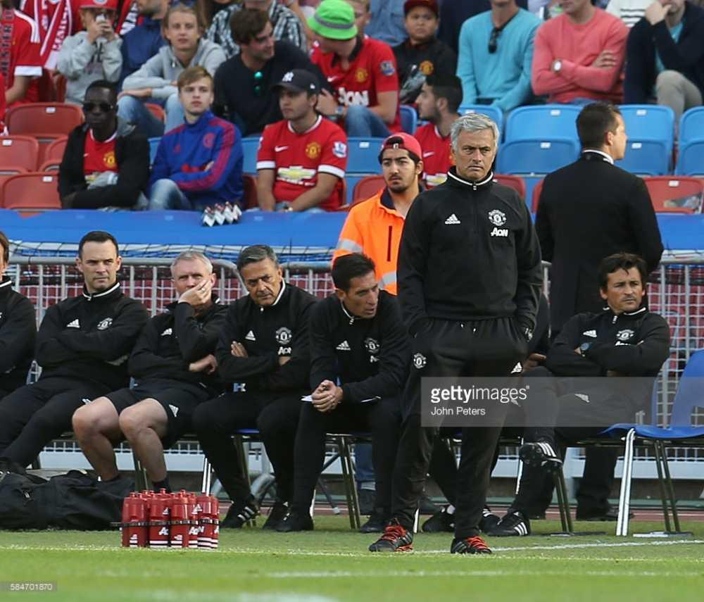 Ibrahimovic lap sieu pham, Man United dai thang Galatasaray hinh anh 3