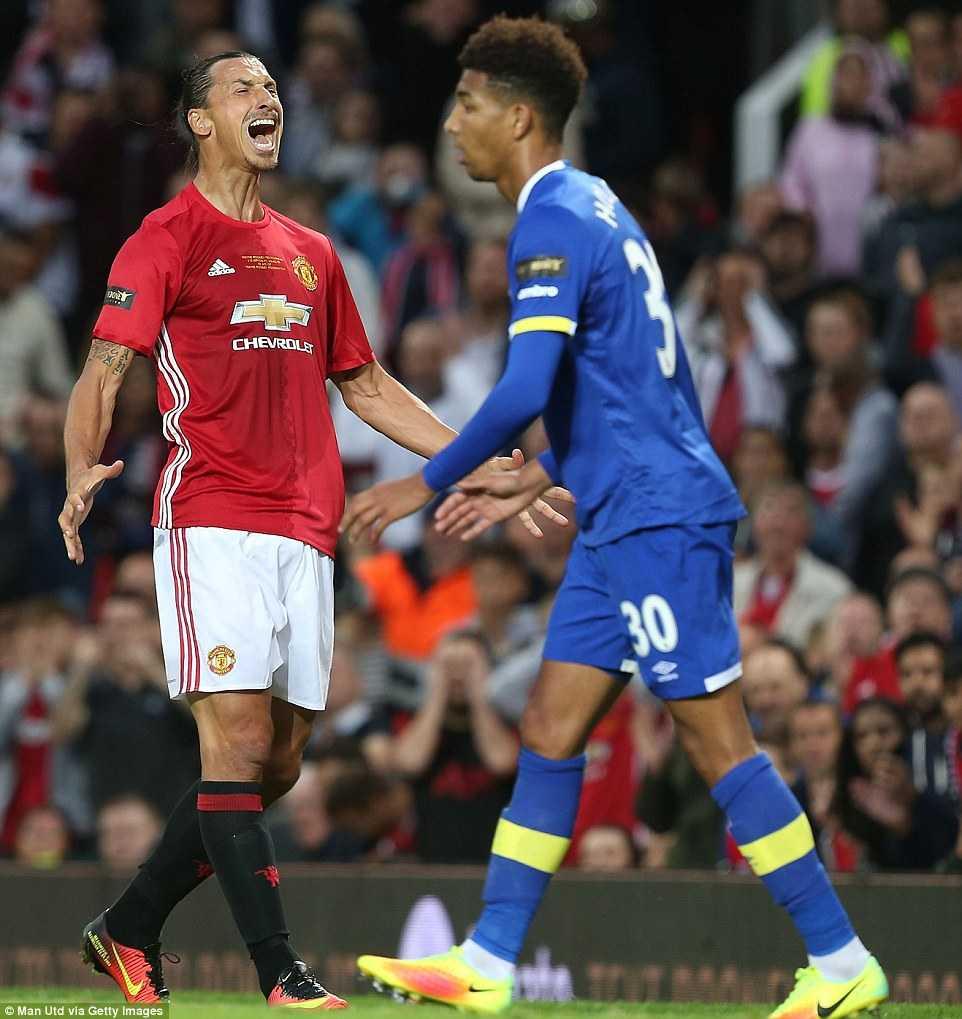 Manchester United hoa te nhat trong tran cau lich su cua Facebook hinh anh 2