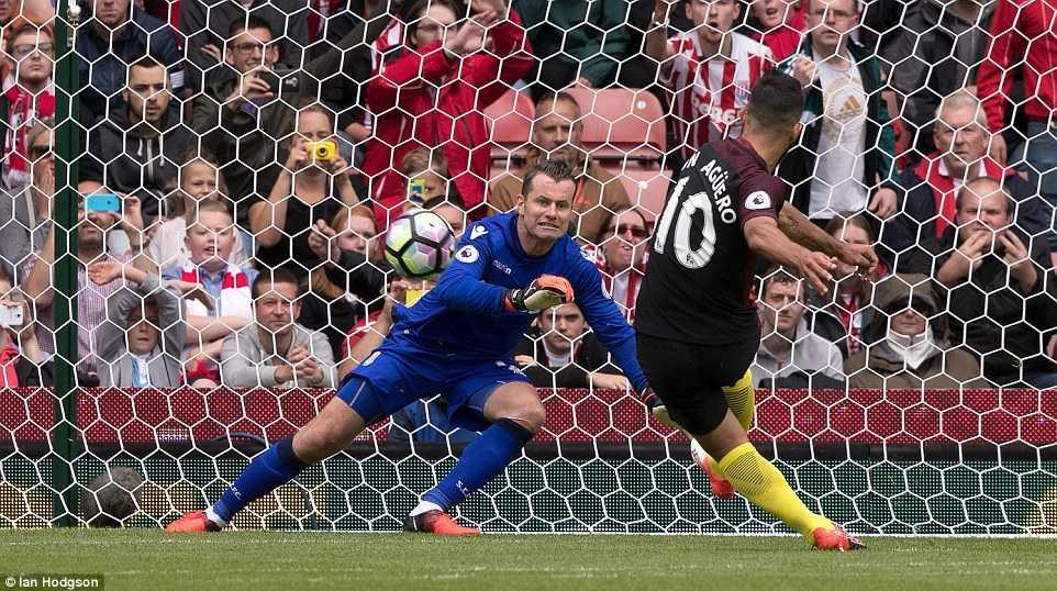 Aguero cung Nolito toa sang, Manchester City de bep Stoke hinh anh 2