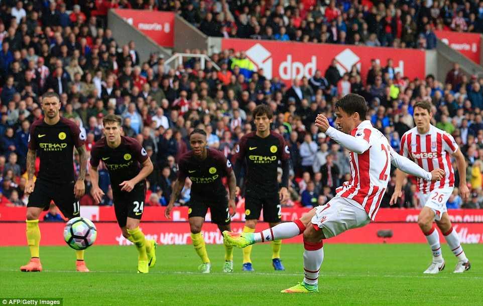 Aguero cung Nolito toa sang, Manchester City de bep Stoke hinh anh 3