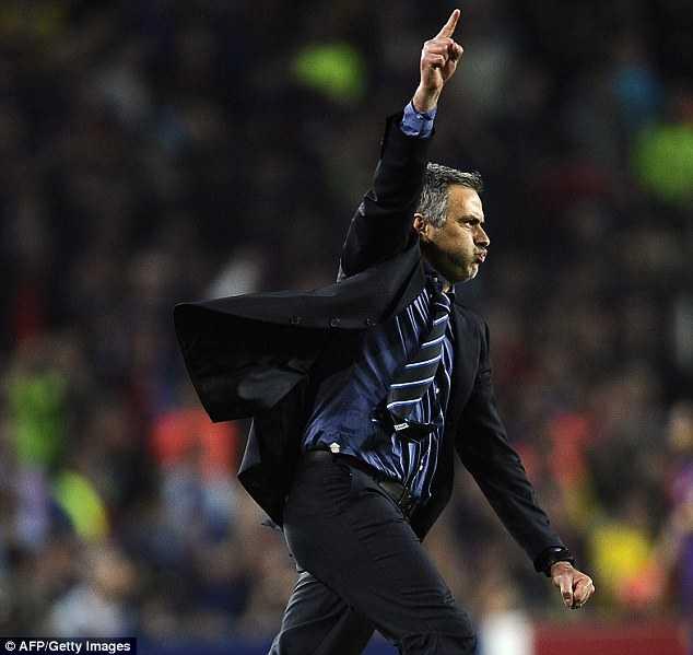 Jose Mourinho vs Pep Guardiola: Tu dong minh den ke thu truyen kiep hinh anh 3