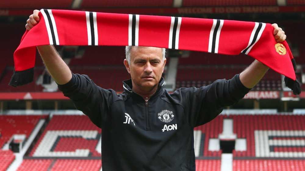 Jose Mourinho vs Pep Guardiola: Tu dong minh den ke thu truyen kiep hinh anh 5