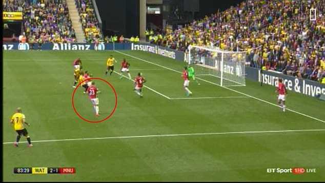 Manchester United khung hoang hang thu: Dung trach minh Luke Shaw hinh anh 3