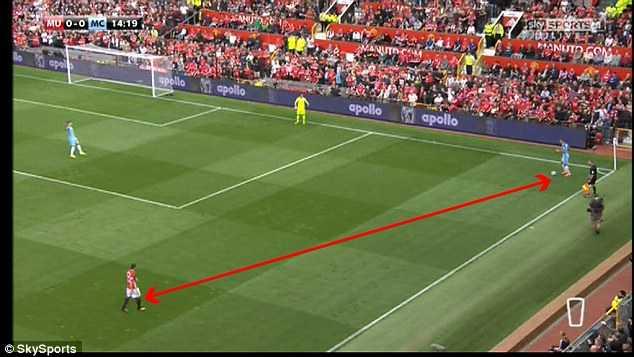 Manchester United khung hoang hang thu: Dung trach minh Luke Shaw hinh anh 4