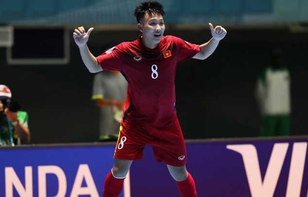 Ban thang cua Nguyen Minh Tri lot top 10 ban thang dep nhat World Cup futsal 2016 hinh anh 1