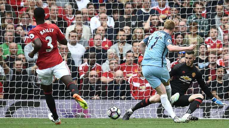 Huyen thoai Man Utd muon Mourinho tan nhan hon nua hinh anh 3
