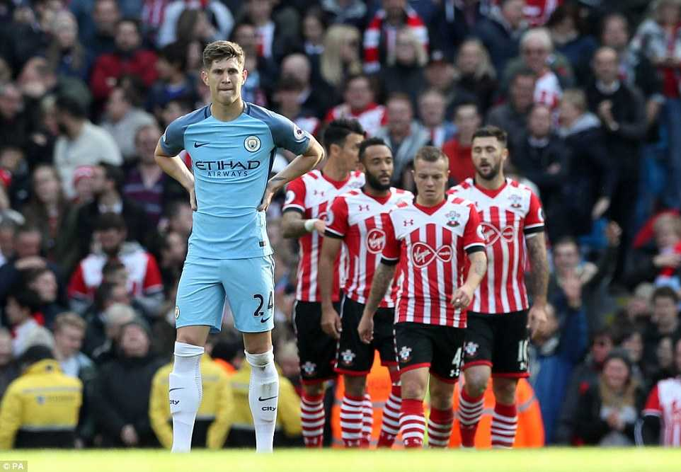 2h ngay 27/10, Manchester United vs Manchester City: Derby thoi khung hoang hinh anh 3