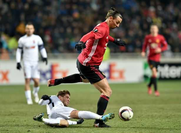 Zlatan Ibrahimovic: Man Utd can phai tan nhan hon hinh anh 2