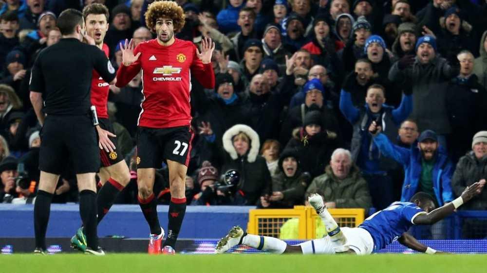 Jose Mourinho tran an ve Mkhitaryan, tang chien thang cho Fellaini hinh anh 3